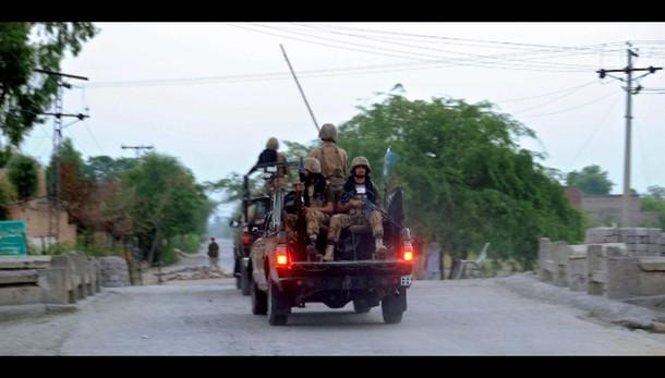Pakistan: attentato a polizia, sei morti