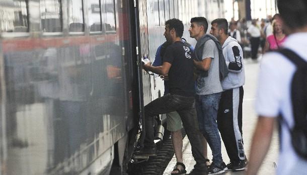 Profughi a Budapest, 'vogliamo partire'