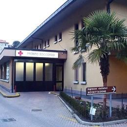 «L'ospedale di Menaggio non chiuderà»  Ma la fusione con Sondrio fa discutere