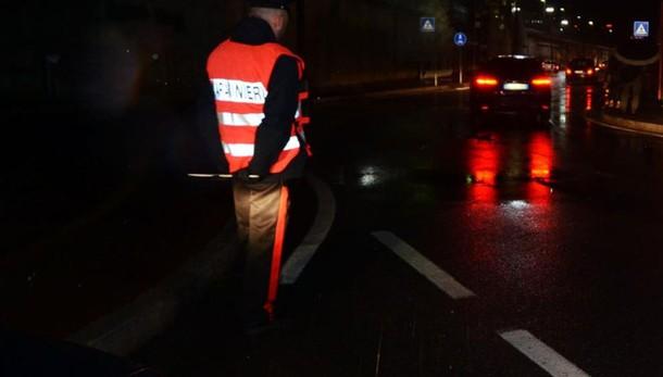 Tirano, ubriaco cerca d'investire carabiniere