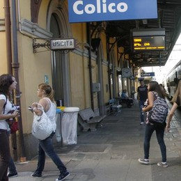 Sul treno gli studenti sono tutti uguali  Risolto il problema del ticket per Colico