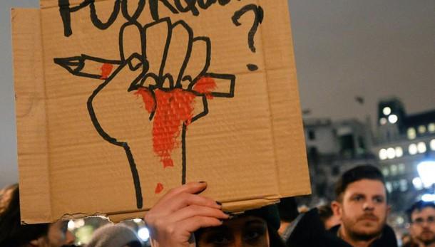Parigi: Renzi, sfida a terrore continua