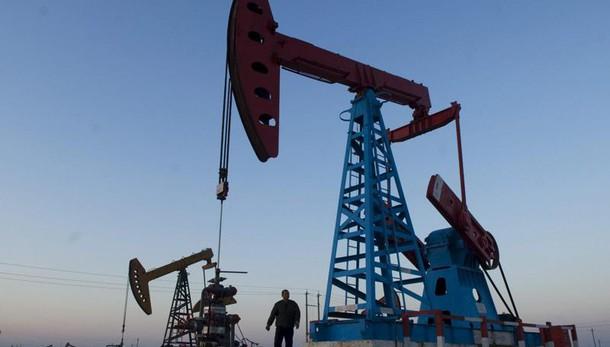Petrolio: in calo a 32,56 dollari