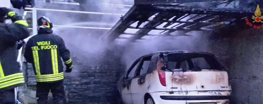 Auto in fiamme a Torre Santa Maria Scontro a Montagna: cinque feriti