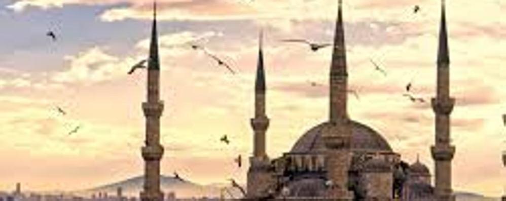 Kamikaze si fa esplodere  Morti e feriti a Istanbul