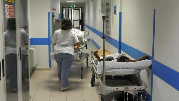 Barella si rompe, paziente cade e muore