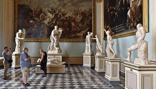 Italiani spendono 67,8 mld in cultura