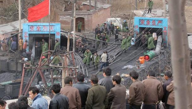 Cina: esplode miniera, 33 in trappola