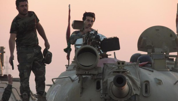 Premier Iraq a Isis, 'resa o morirete'