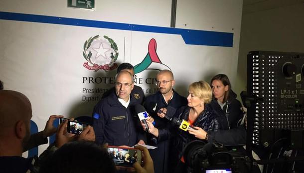 Renzi, estesi poteri emergenza a Curcio