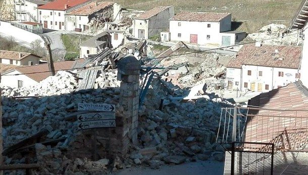 Renzi, ricostruire senza sprechi e ladri