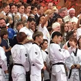Camilla, altro pieno di emozioni: riceve gli applausi del Papa