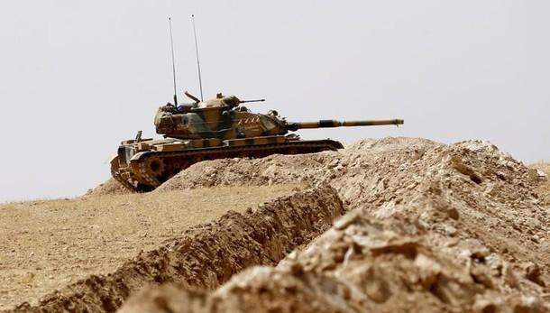 Turchia: carri armati a confine Iraq