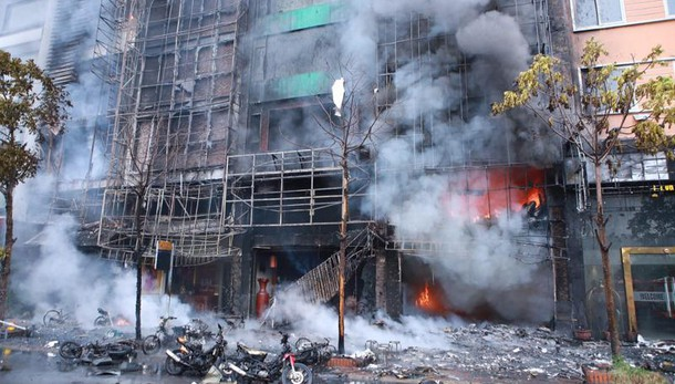 Vietnam: incendio in bar Hanoi, 13 morti