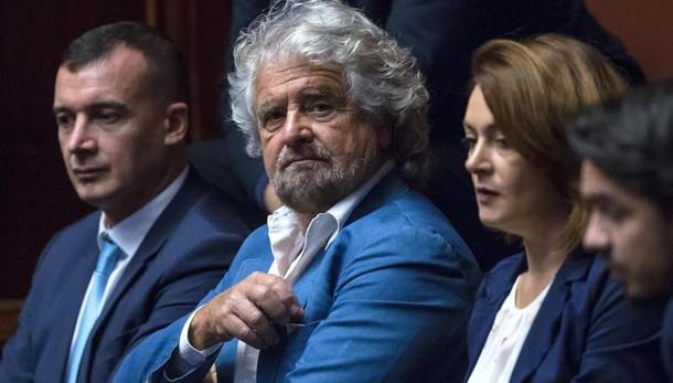 Referendum:Grillo, Renzi ci lasci votare