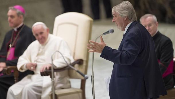 Papa, consacrati devono essere poveri