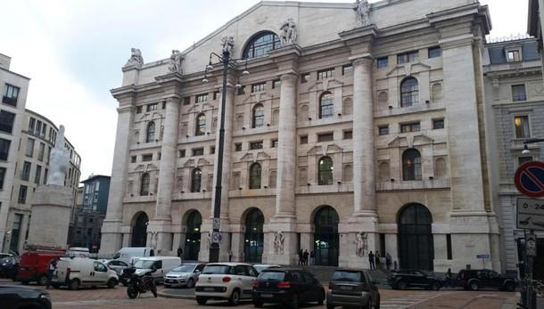 Borsa: Milano +2,23% in chiusura