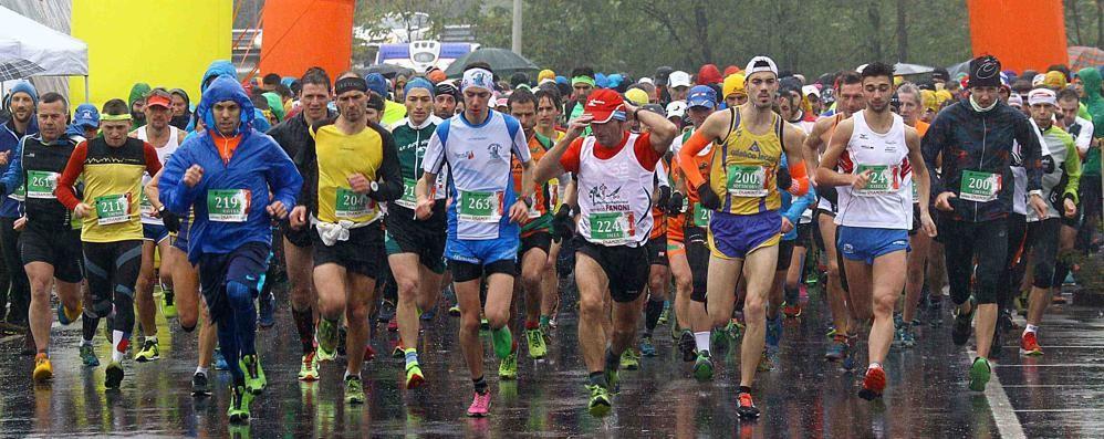 Corsa in montagna, il maltempo non ferma i duemila atleti del Wine Trail