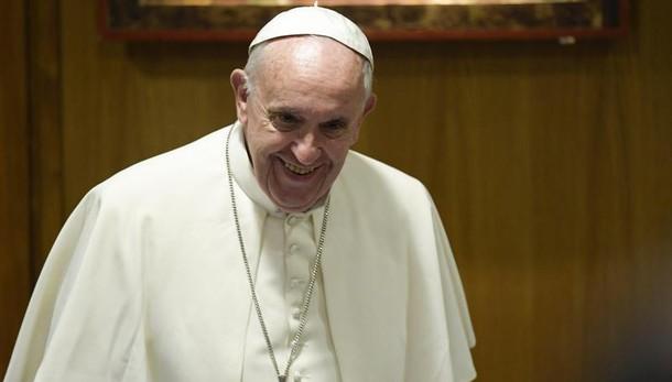 Papa a giovani, è dolorosa fuga cervelli