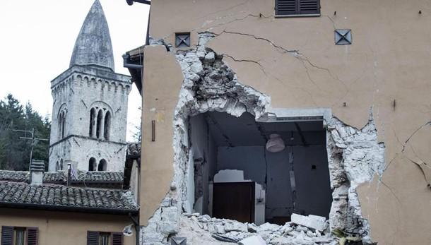 Mattarella, su sisma impegno crescente