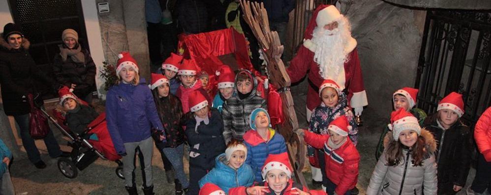 Babbi Natale a Tirano  La carica dei 500 fa felici i bimbi