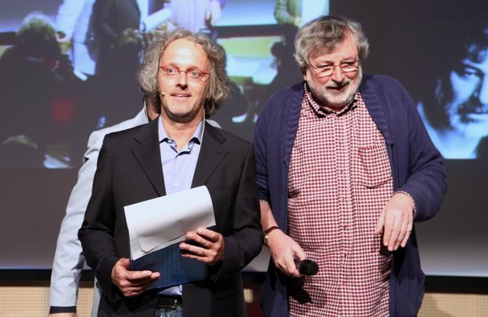 Francesco Guccini, primo  a essere premiato nel 2010, con Vittorio Colombo