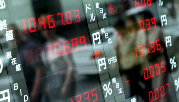 Borsa: Asia in ribasso, euro soffre