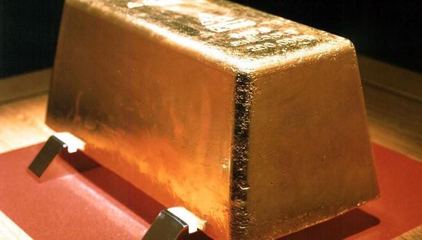 Oro: in calo dopo rally a 1.242 dlr