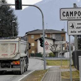«Passano troppi camion»  A Campovico scatta lo stop