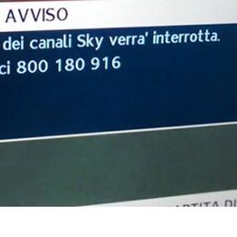 «Trasmissioni di Sky interrotte» Panico tra i telespettatori per un errore