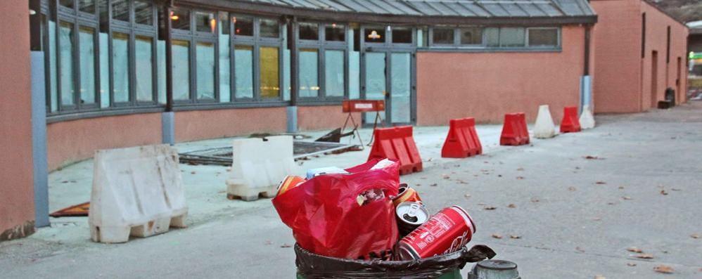 Bar al Policampus chiuso, rifiuti tutt'intorno