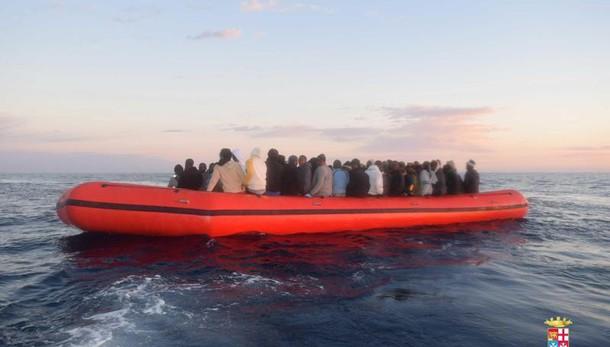 Migranti: 731 soccorsi stamane, 4 morti