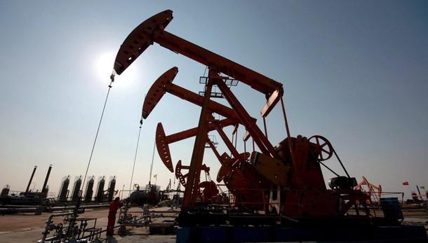 Petrolio: in calo a 32,70 dollari