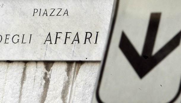 Borsa: Milano -2,59% con banche pesanti
