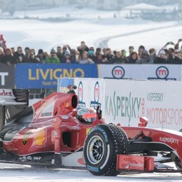 Ferrari in quota con le gomme chiodate