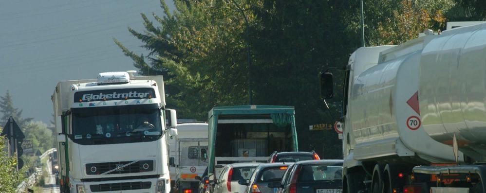 «Il sottopasso collassa per i camion»