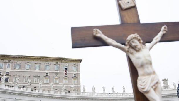 Papa: fermare persecuzione cristiani