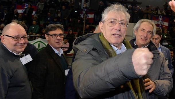 Roma: Bossi, è un casino, sì a primarie