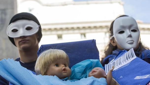 Unioni civili: pediatri, danni su bimbi