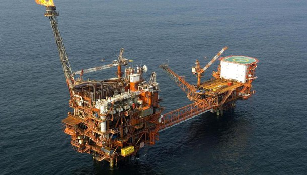 Petrolio: in lieve calo a 38,30 dollari
