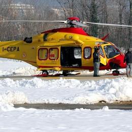 Aprica, cartello vola e colpisce le pale: guasto all'elicottero del 118