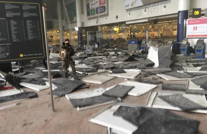 La devastazione all'interno dell'aeroporto