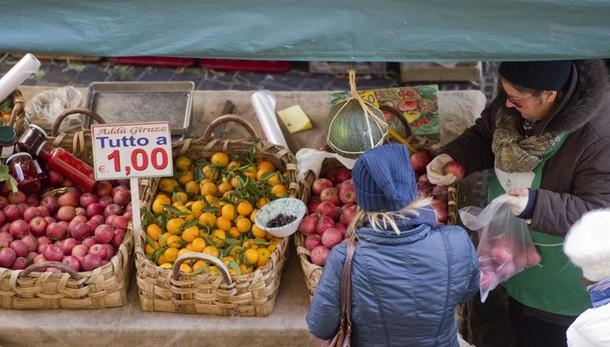 Istat, consumi al top da 5 anni