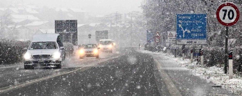 Riaperti i passi chiusi per la neve, ma resta l'obbligo delle catene