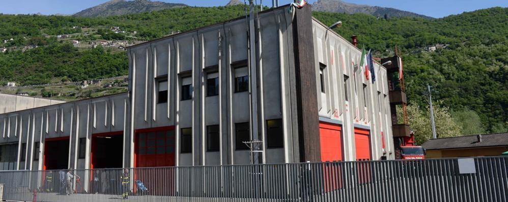 Incendio in un deposito a Campo Tartano, più di tre ore per spegnerlo
