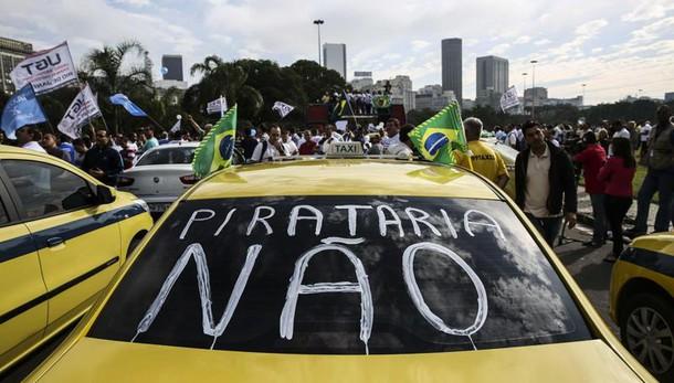 Uber: mega-protesta taxisti a Rio