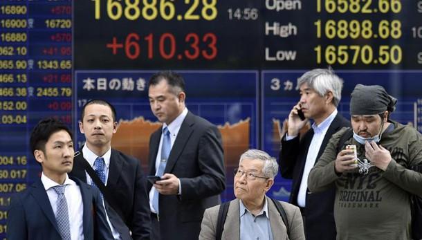 Borsa:Tokyo chiude in netto rialzo,+2,2%