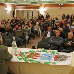 Profughi ad Aprica, 300 firmano per cacciarli