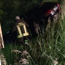 Villa di Tirano, l'auto finisce in un fossato  Soccorritori mobilitati