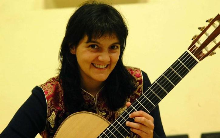 Fascino della chitarra barocca: Pastanella suona a Morbegno